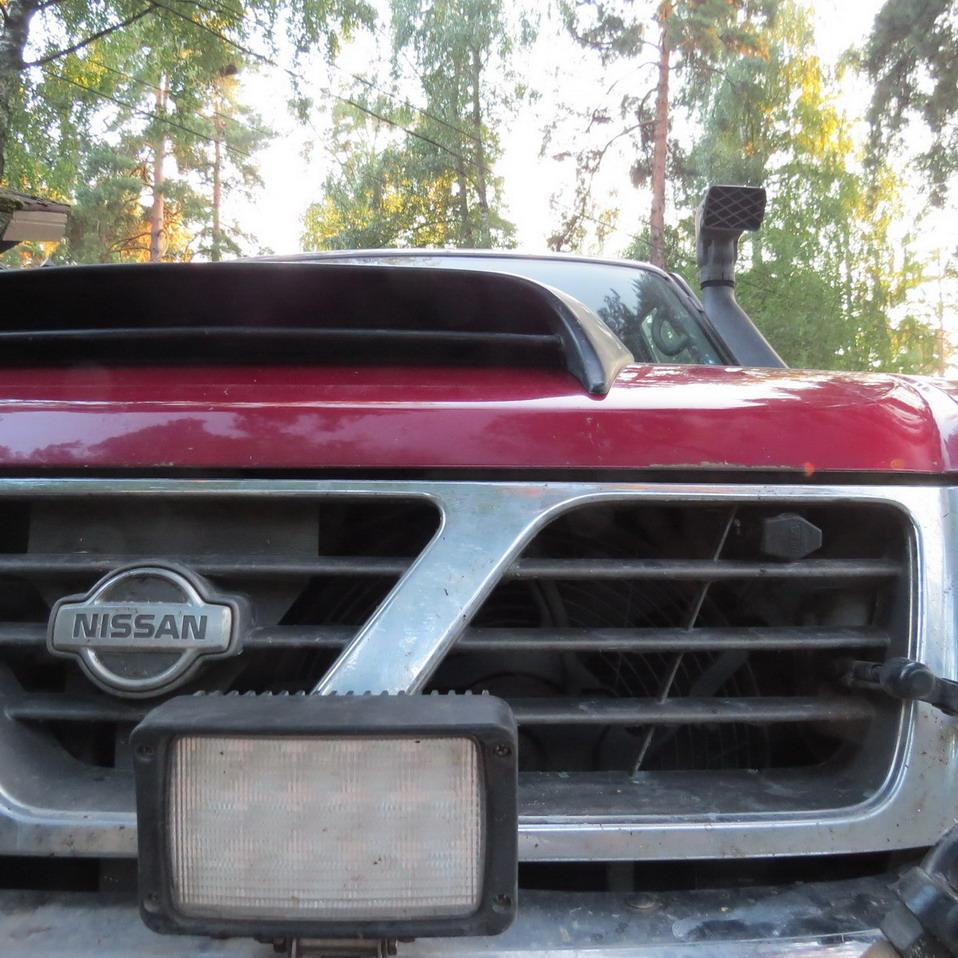 nissan Air intake On The hood 06